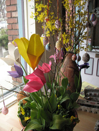 Eggs_and_tulips